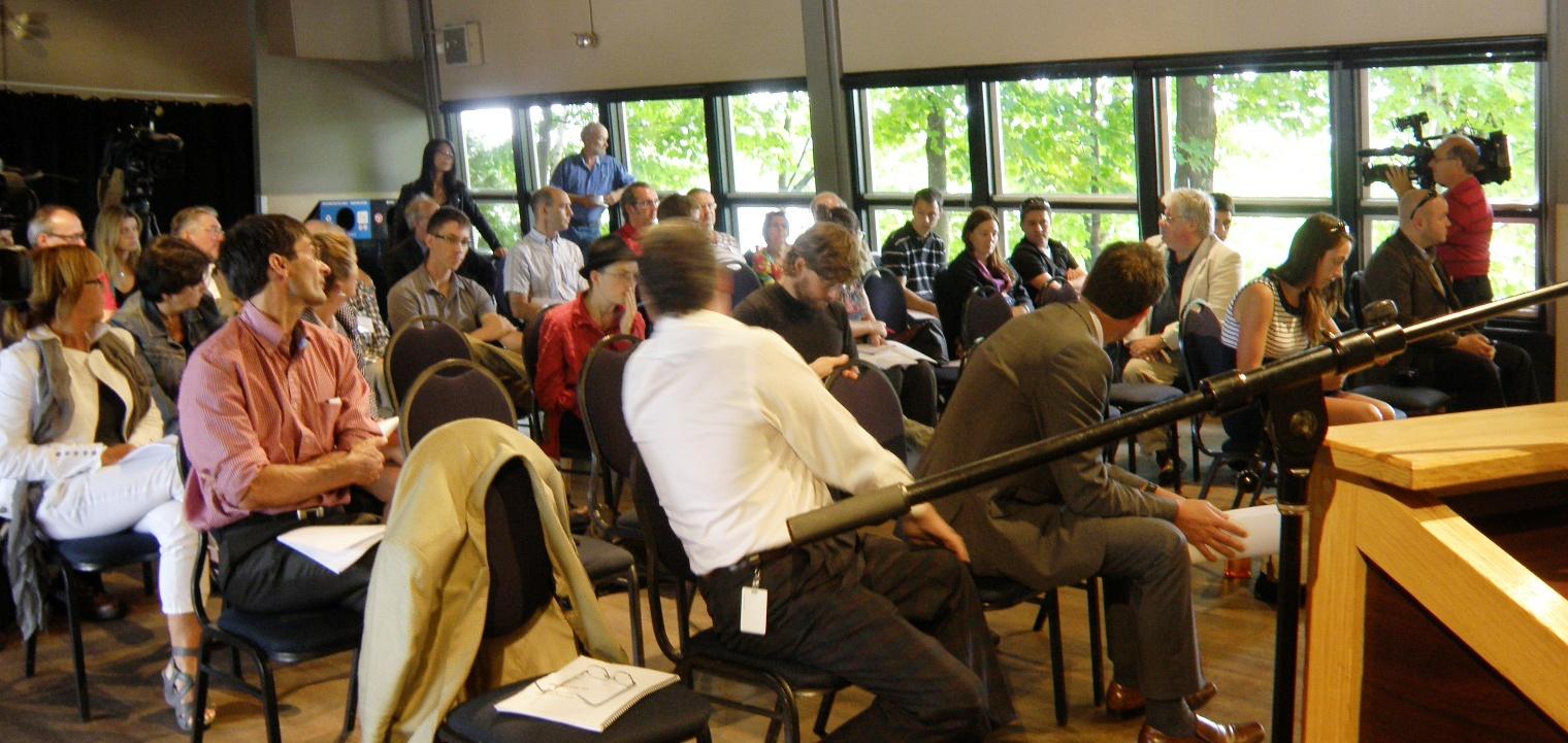 Participants à la conférence de presse.